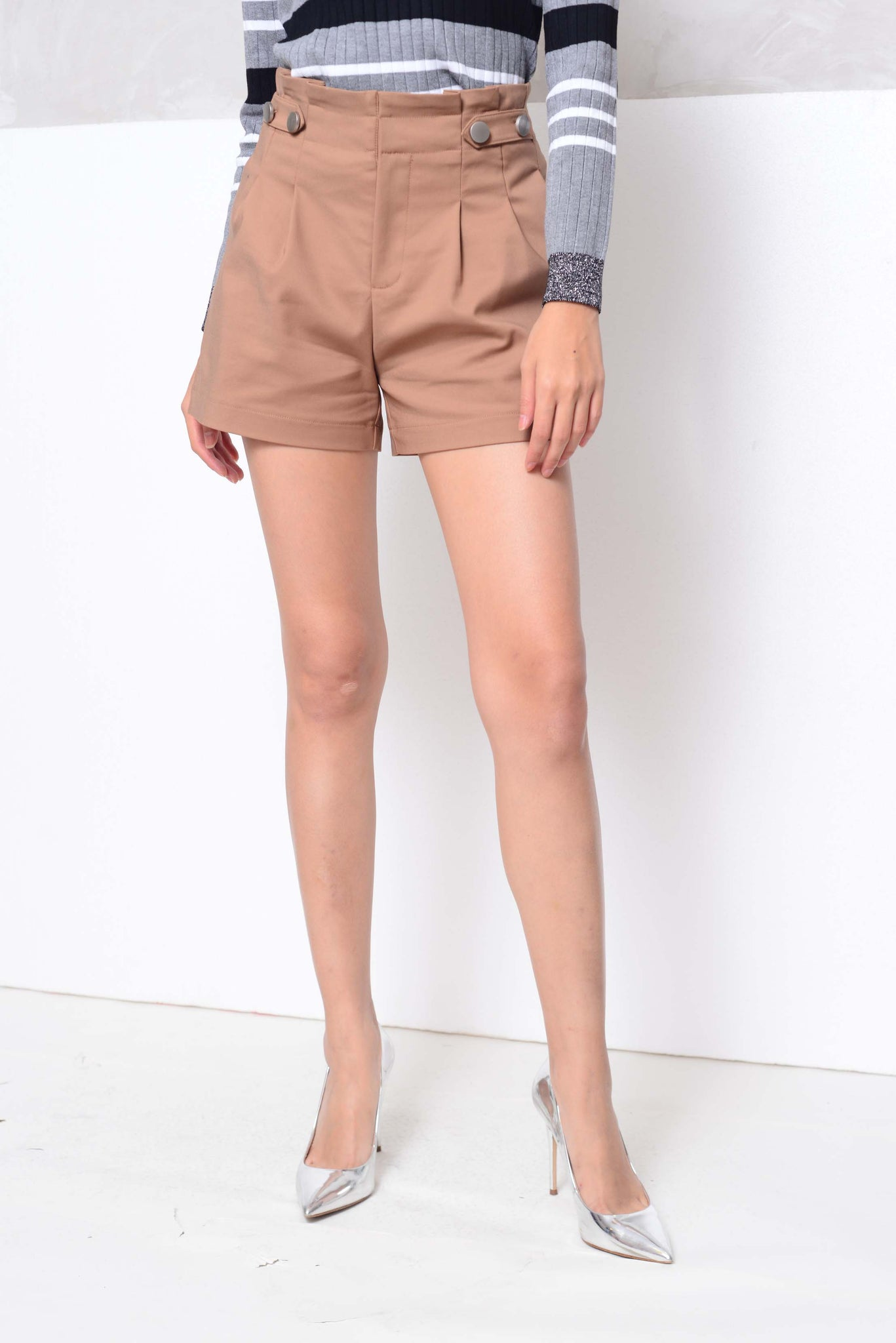 Basics-High waited flare shorts in brown