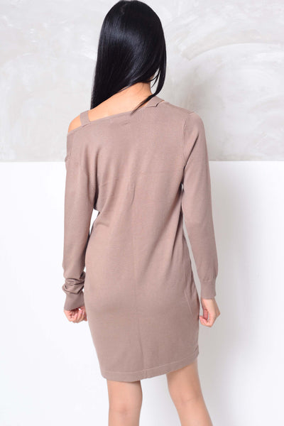 Knit- Cut out neck mini knit dress in brown