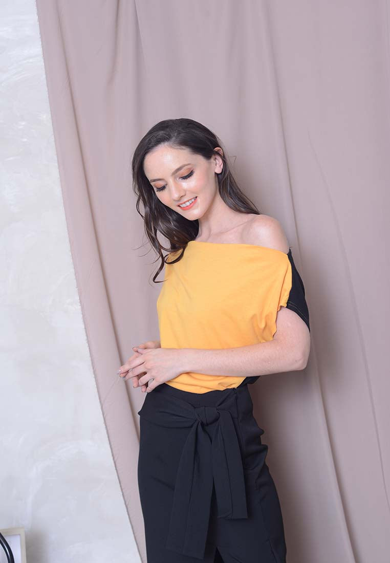 Casual – 2 Ways Style Shoulder Tee in Mustard