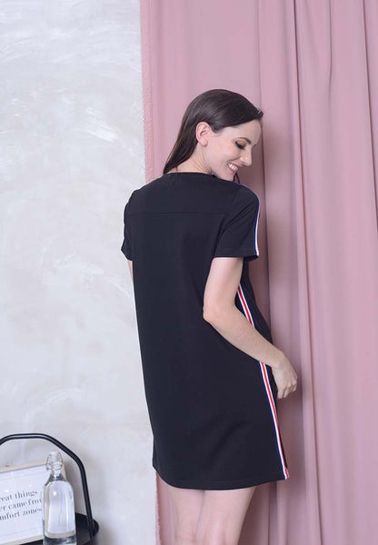 Casual – Sporty Midi Dress in Black