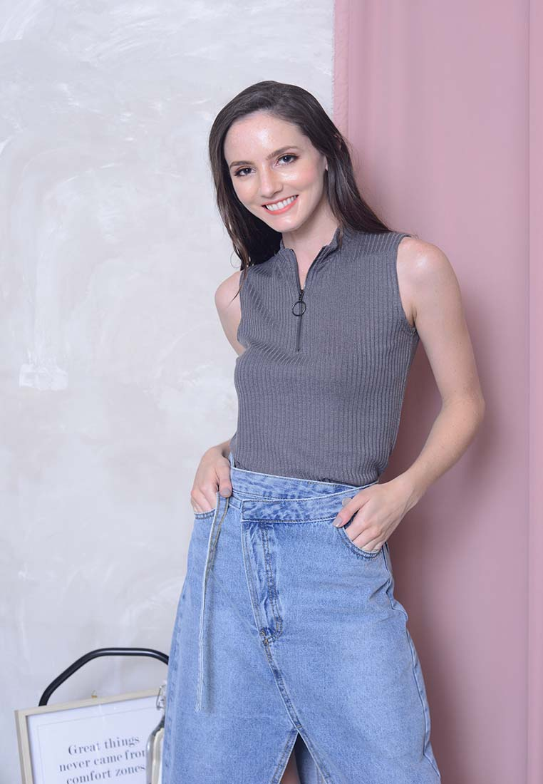 Casual – Knit High Collar Crop Top in Grey