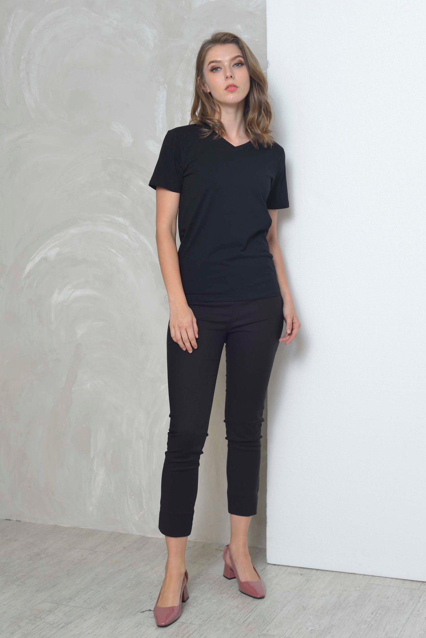 Casual-Casual Basic Tee in Black