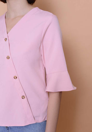 Lyden – Slant Button Top in Pink