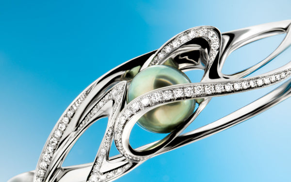 Tahitian pearl barcelet with lines of briiliant cut diamonds