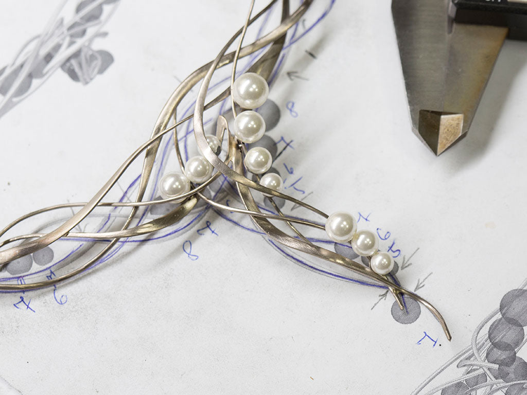 Hand made necklace madde of palladium content white gold, with white pearls and diamonds.