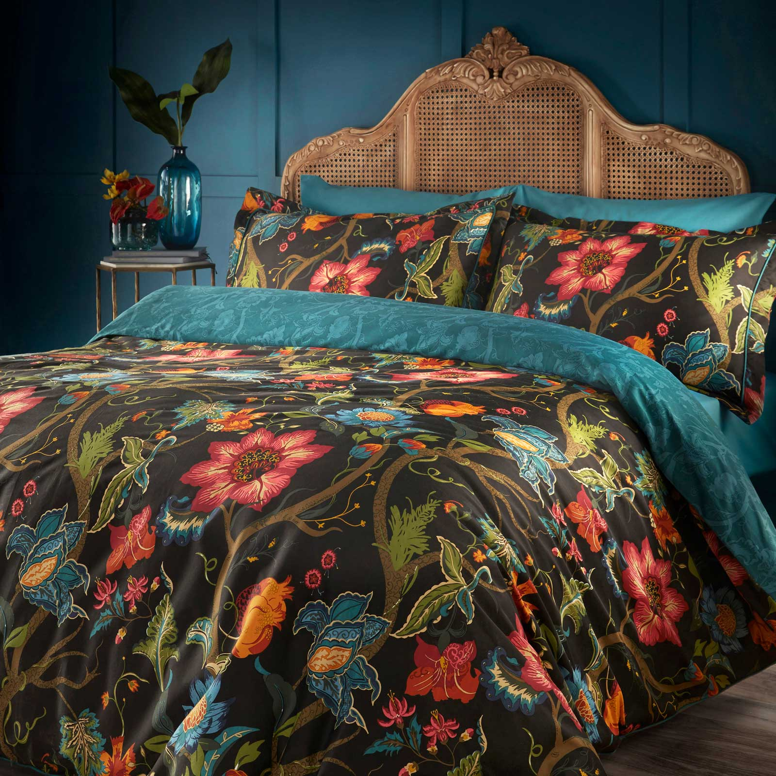 Botanist Floral 200 Thread Count 100% Cotton Black Duvet Cover Set - Single - Ideal Textiles