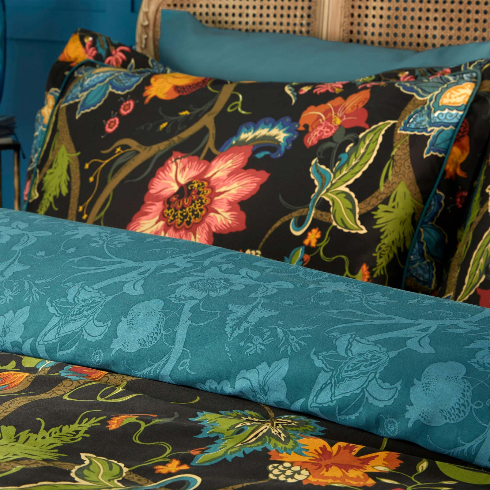 Botanist Floral 200 Thread Count 100% Cotton Black Duvet Cover Set -  - Ideal Textiles