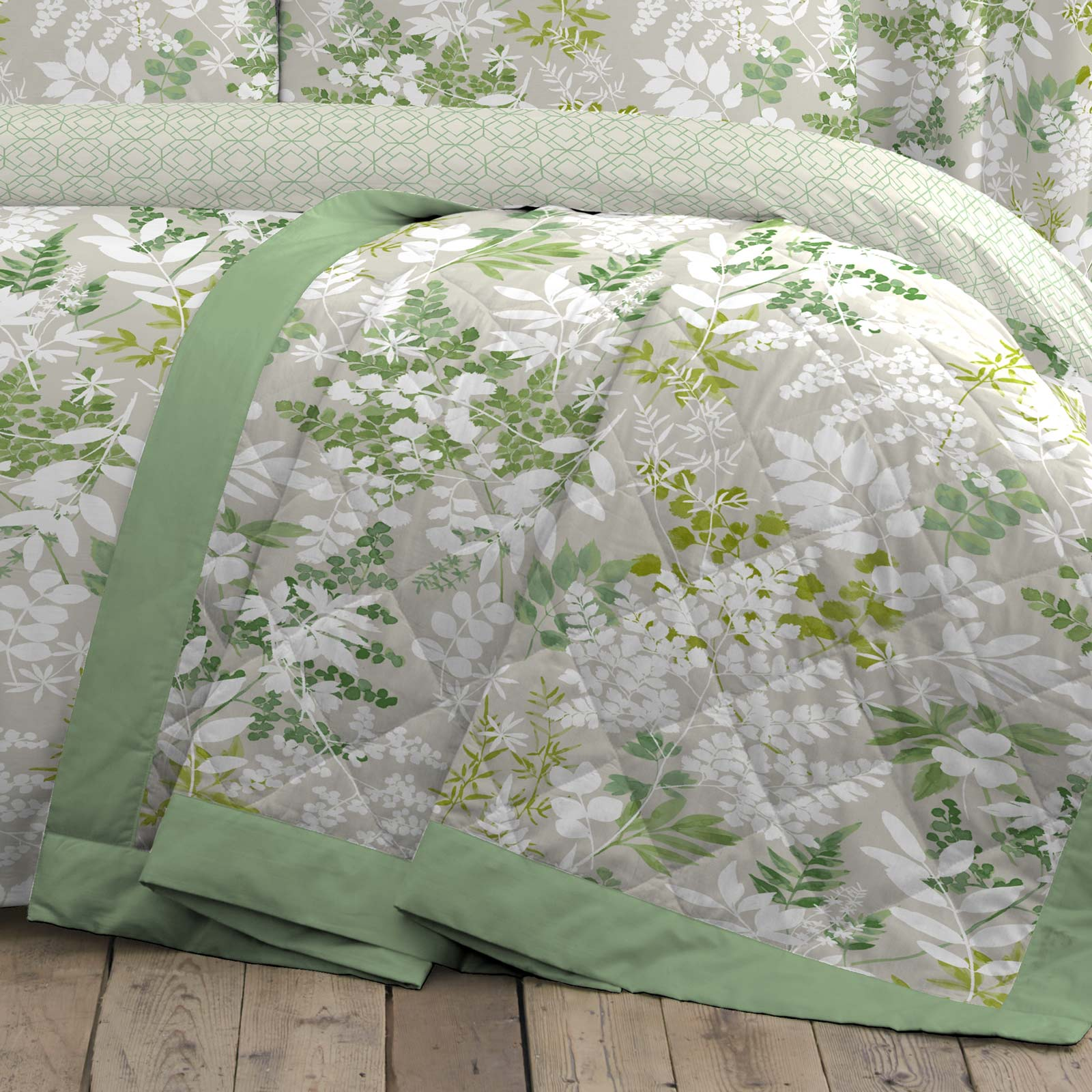 Delamere Botanical Leaf Reversible Green Duvet Cover Set - Bedspread 230cm x 195cm - Ideal Textiles