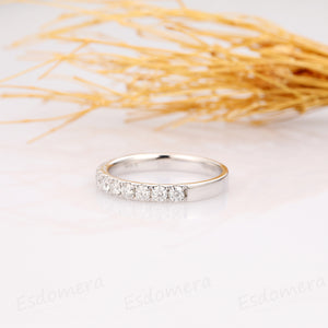 Round Side Stones Accents Matching Band, 0.66 ctw Moissanite Wedding Band