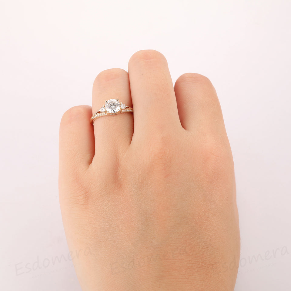 Vintage Round Cut 1ct Moissanite 4 Prongs Accents Blade 3 Stone Ring