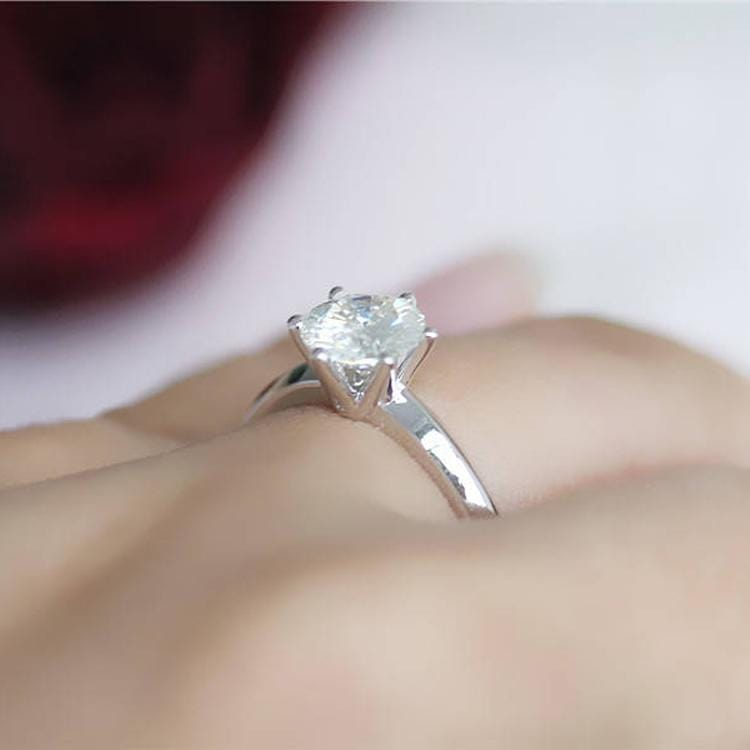 925 Sterling Silver - Round Cut 6mm Solitaire Engagement Ring