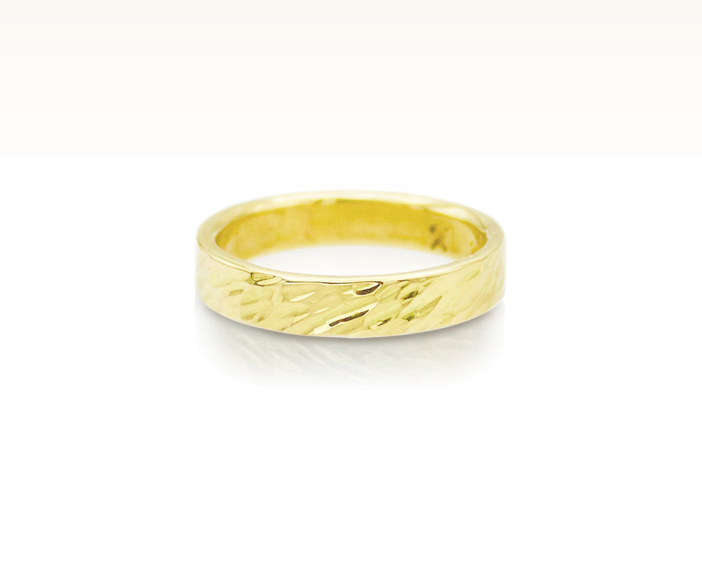 Petite Oblique Hammered Band in 18K Gold
