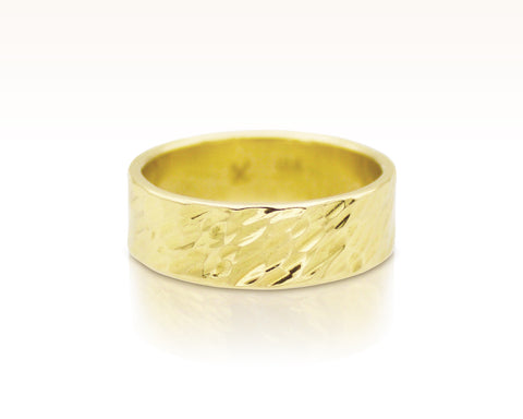 Oblique Hammered Band in 18K Gold