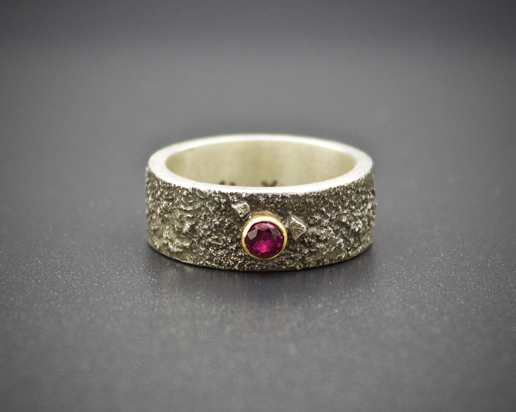 Moondust in Argentium with Ruby and 18K Gold: Size 6.5