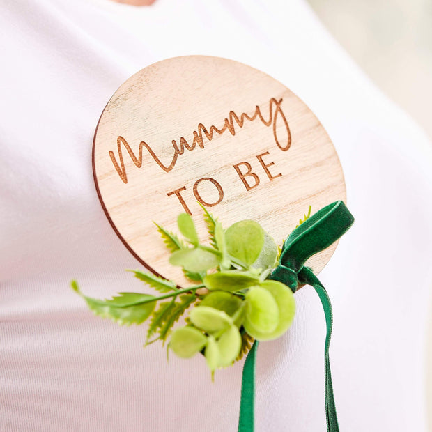 Wooden Greenery Mummy to Be Badge - HoorayDays