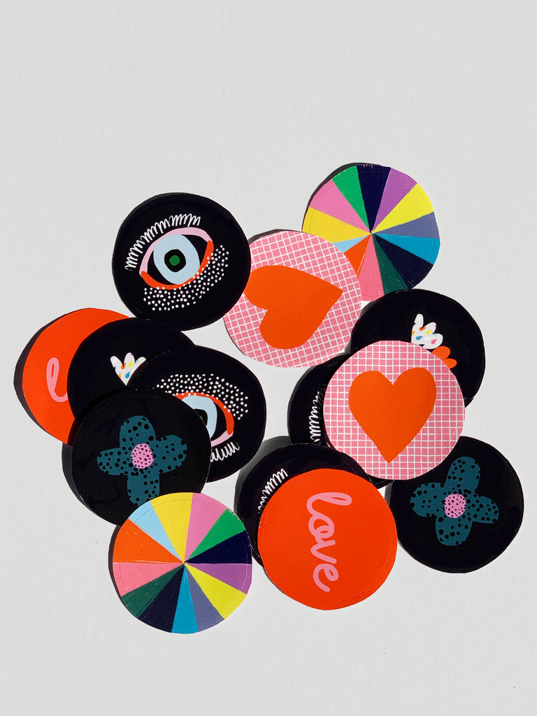 A collection of 15 x 38cm circle stickers