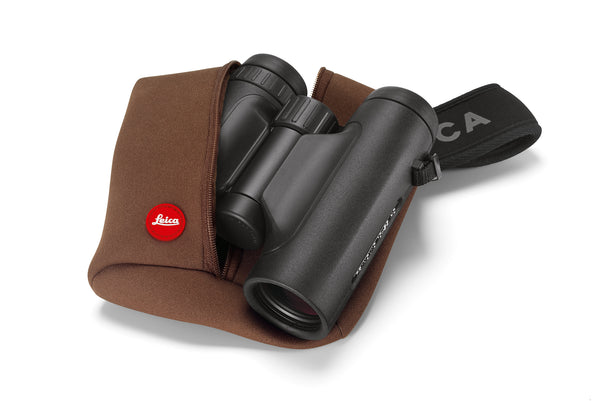 The Leica 8x32 Trinovid HD binocular is the perfect compromise between full and compact binocular styles.