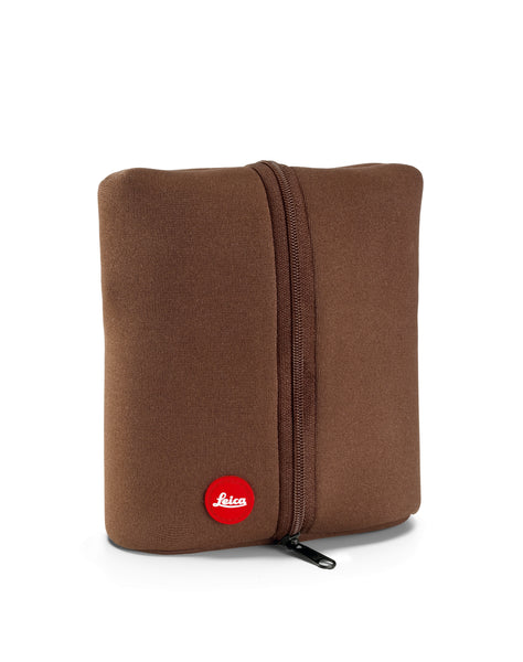 Accessories that come with the Leica 8x32 Trinovid HD binocular include this carrying case.