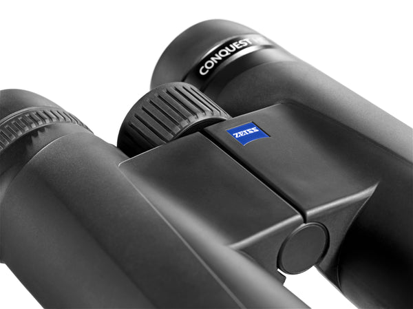 The Zeiss 8x42 Conquest HD binoculars has an excellent 6.5 feet close focus and an easy-to-use focus wheel.