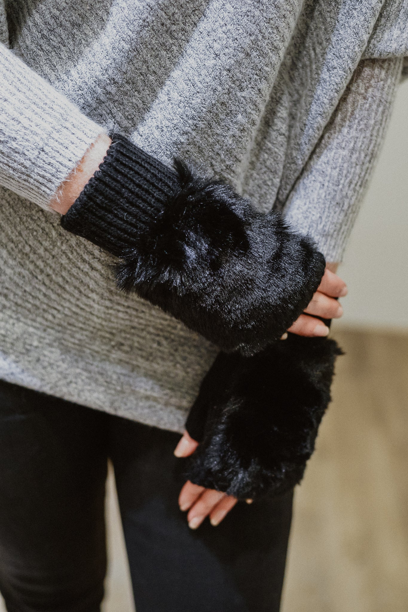 Fur The Win Fingerless Gloves in Black