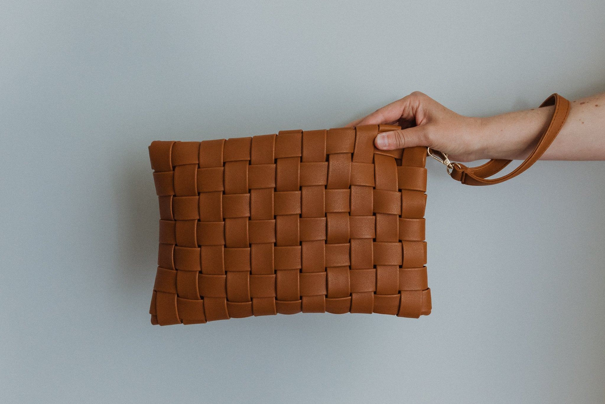 Instant Fave Woven Crossbody Clutch in Tan