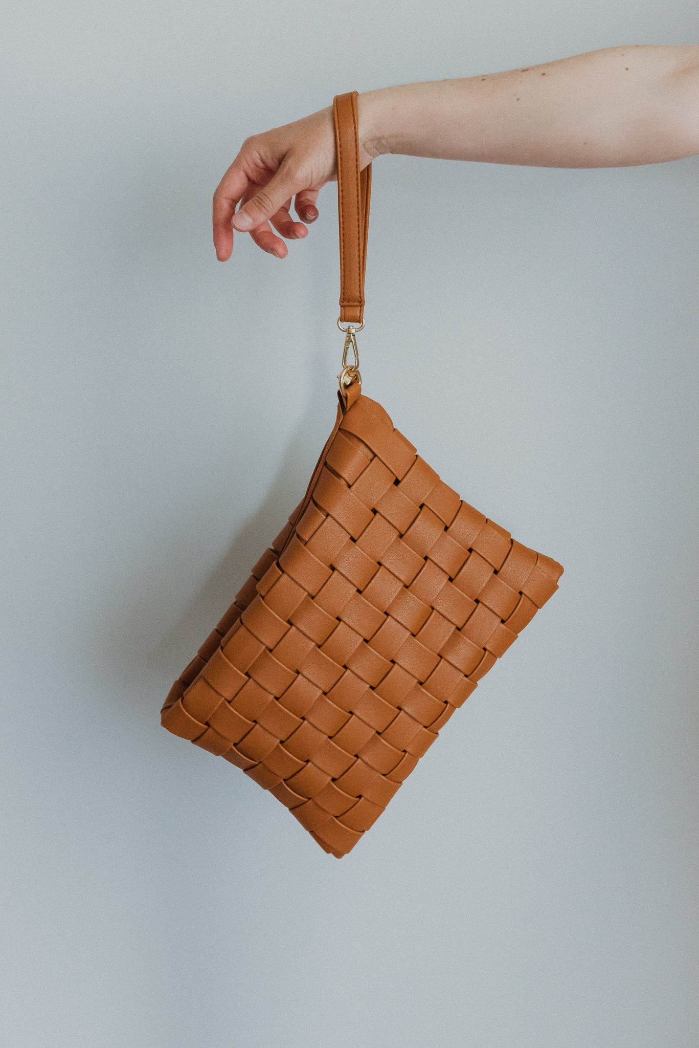 Instant Fave Woven Crossbody Clutch in Brown