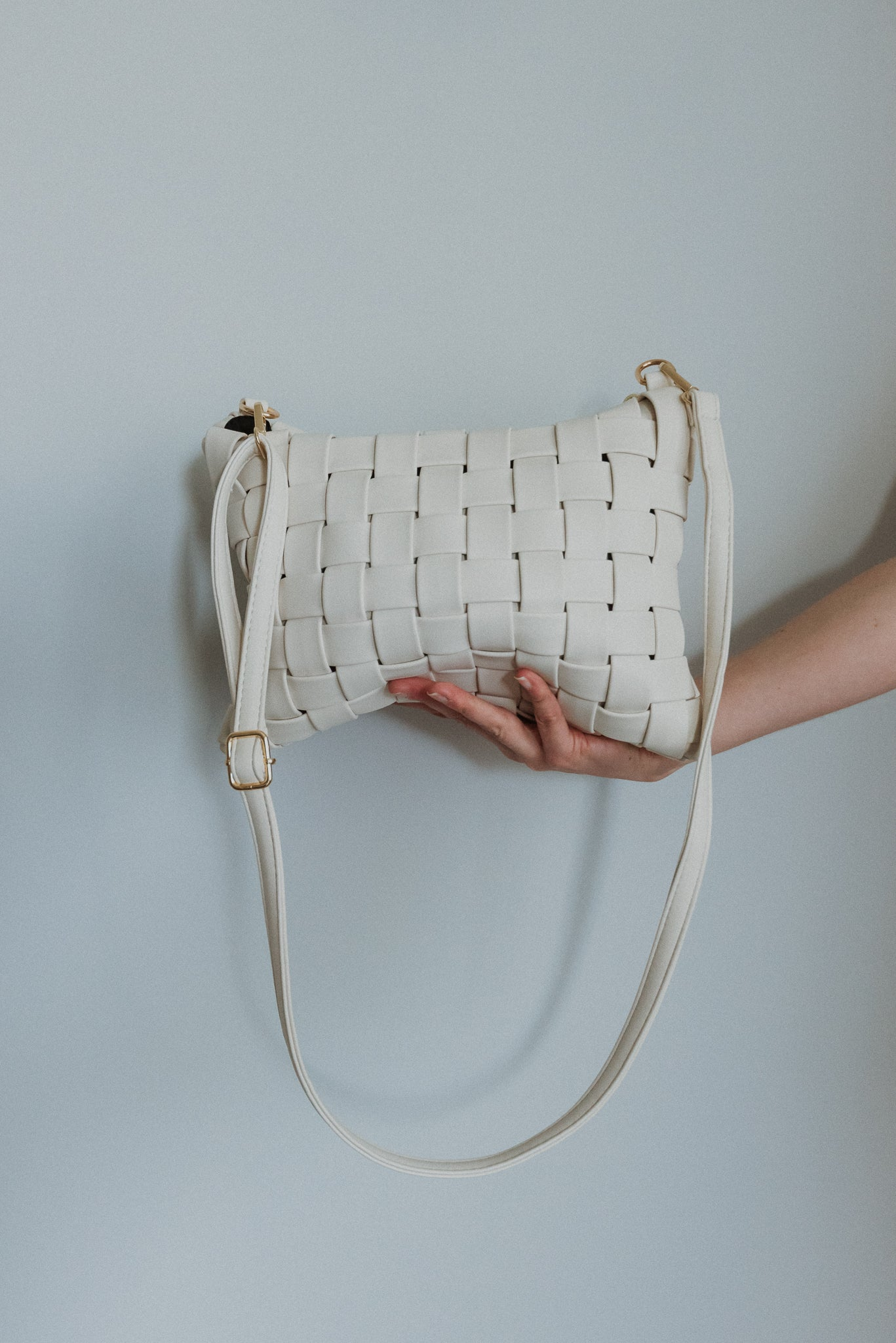Instant Fave Woven Crossbody Clutch in Ivory