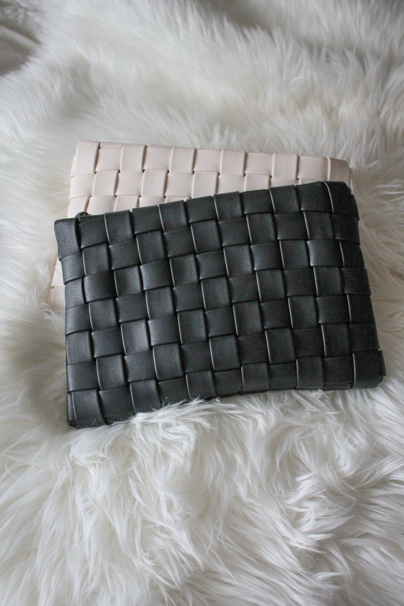 Instant Fave Woven Crossbody Clutch in Black