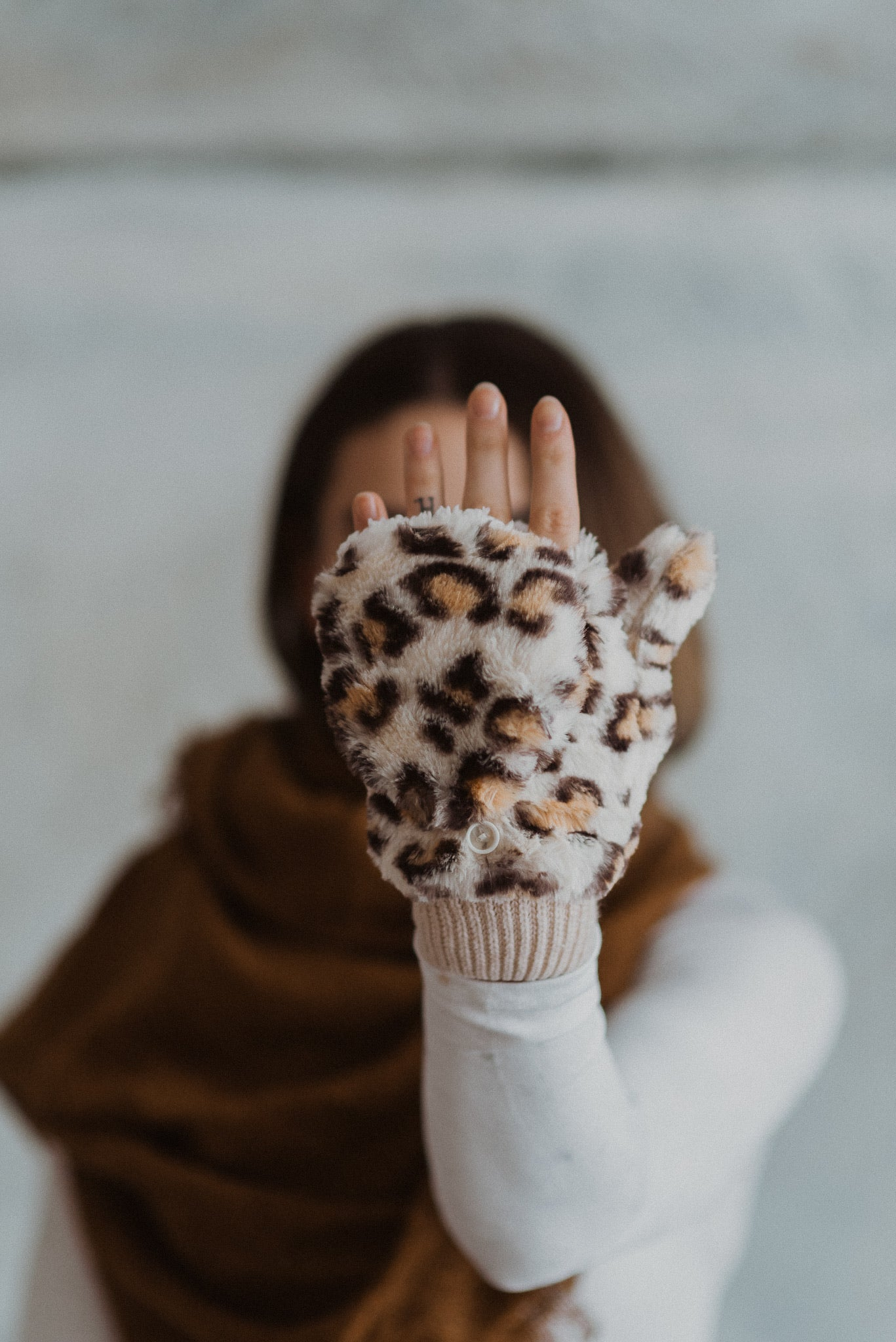 Caught In A Blizzard Faux Fur Pop-top Gloves in Ivory Leopard