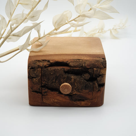 Natural edge wooden box - Ash