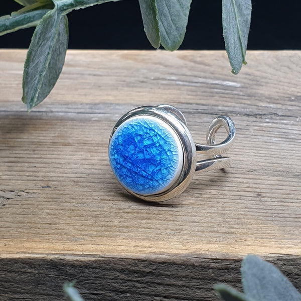 Light blue porcelain and glass single ring