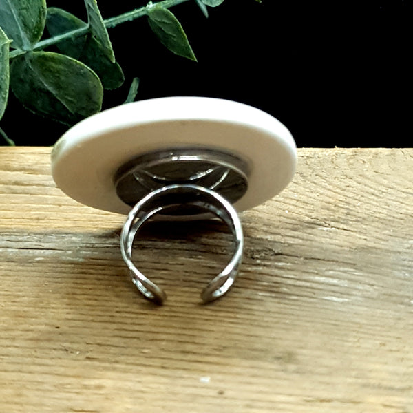 Grey porcelain and glass plate ring