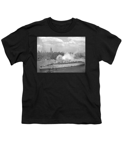 RMS Queen Mary Arriving In New York Harbor - Youth T-Shirt