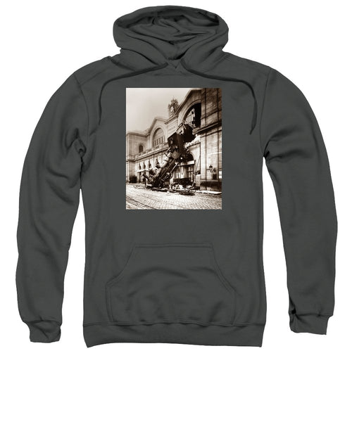 Train Derailment At Montparnasse Station - 1895 - Sweatshirt