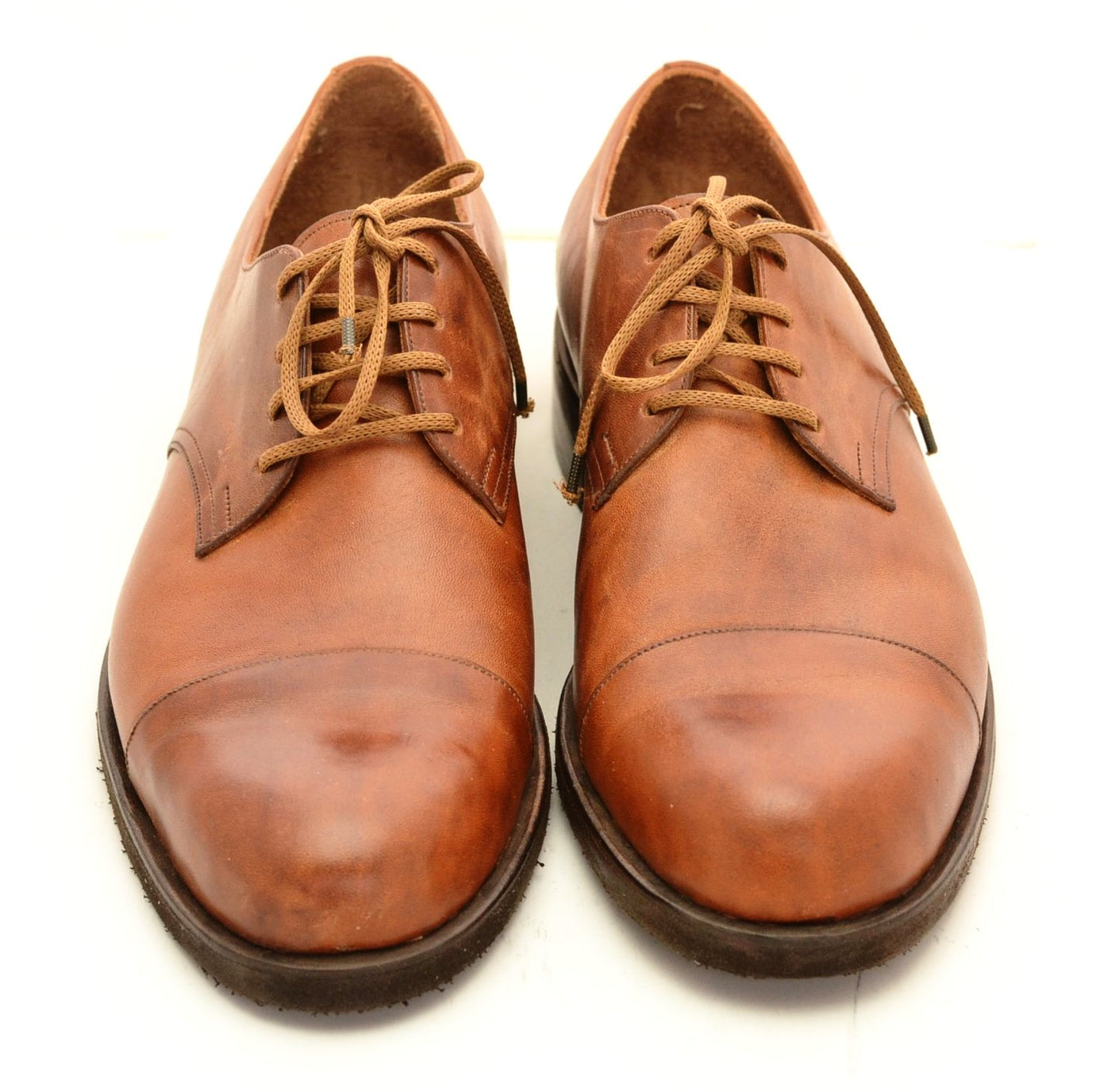 Derby toe cap shoe / tan cordovan