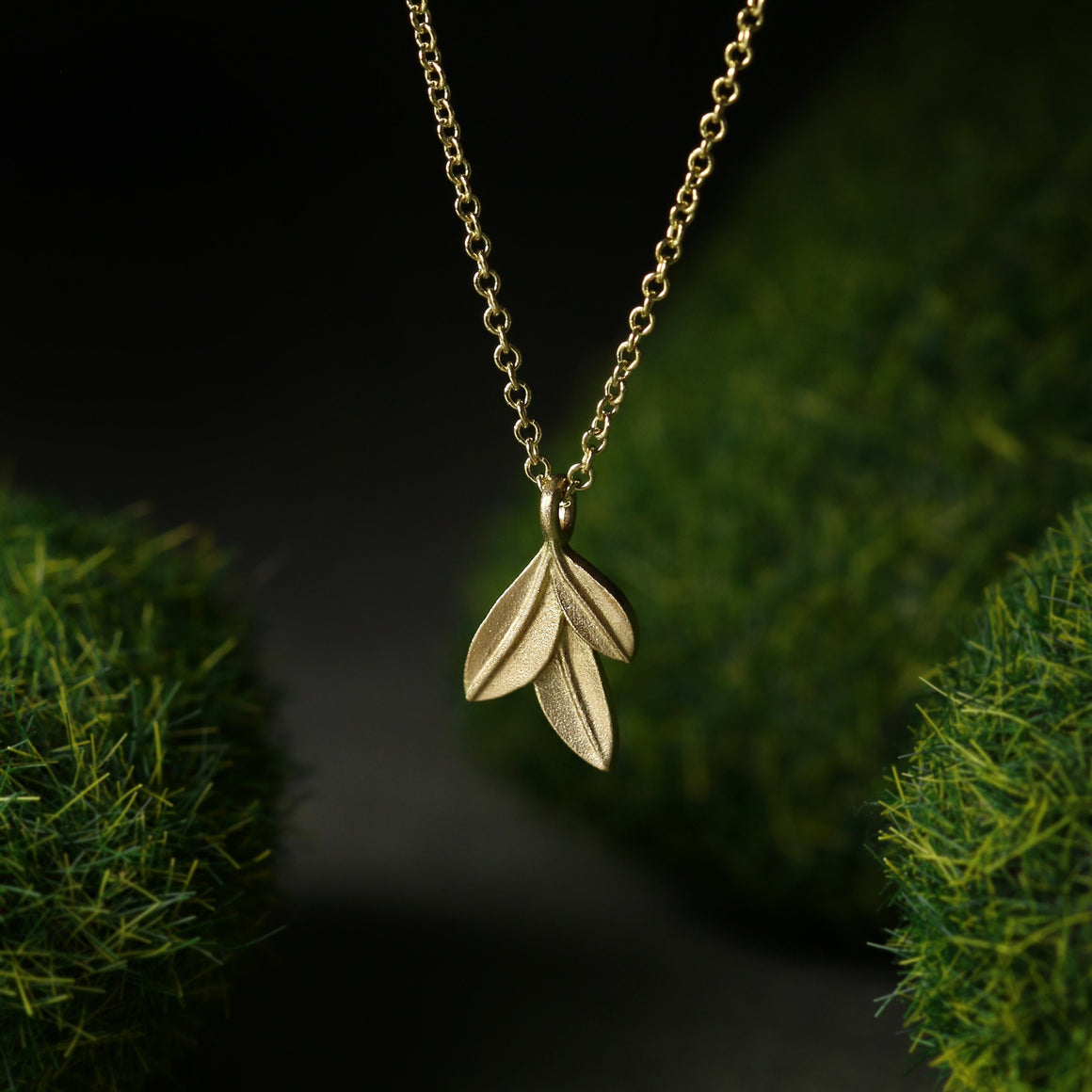 Botanica Leaf Pendant with Yellow Gold Chain