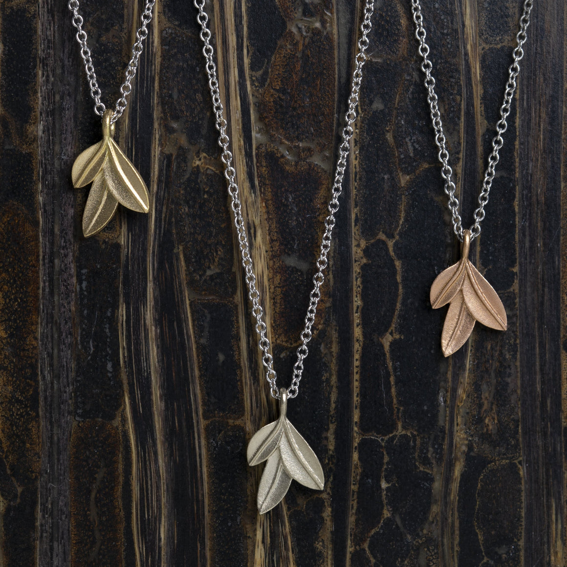 Botanica Leaf Pendant in White Gold