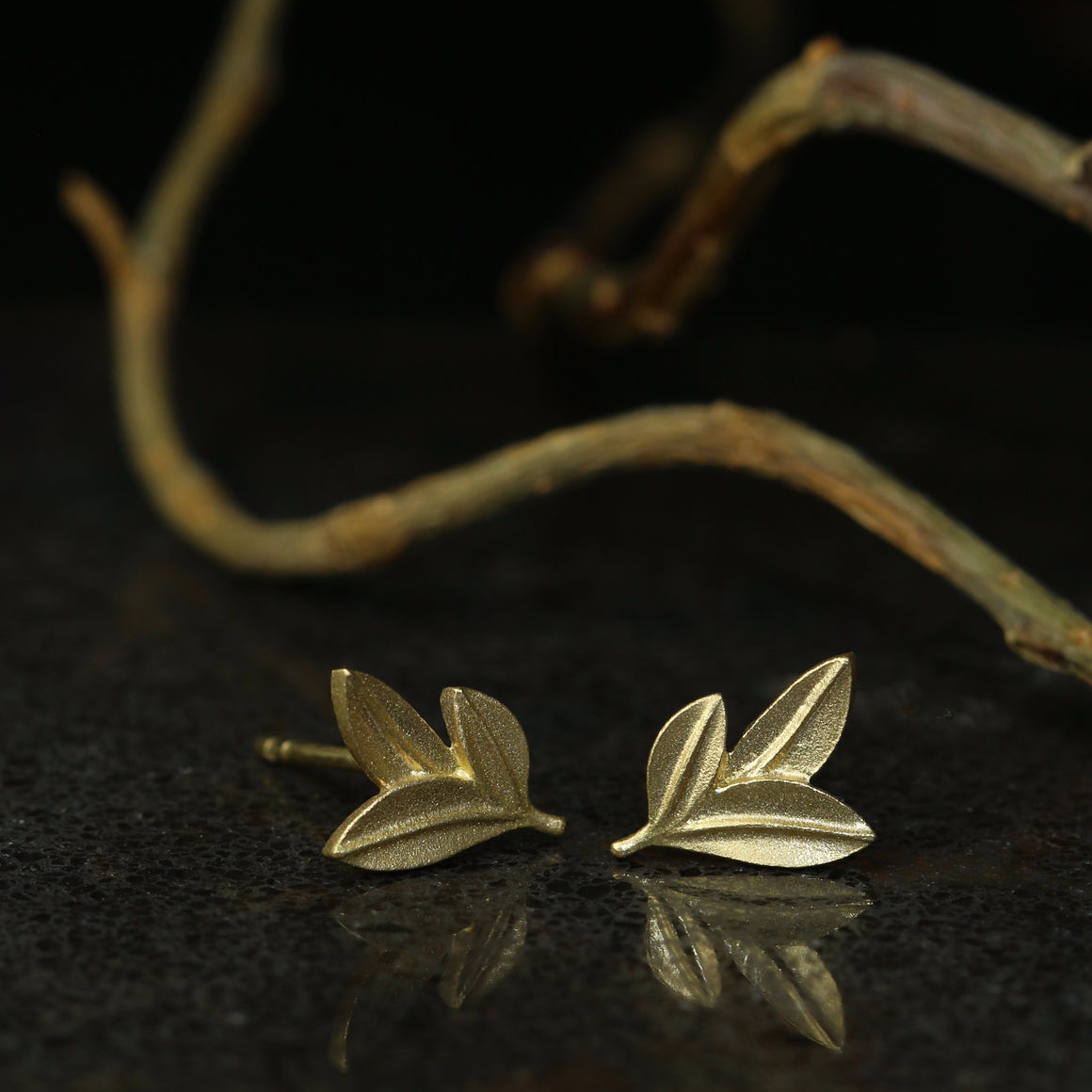 Botanica Leaf Stud Earrings in Yellow Gold