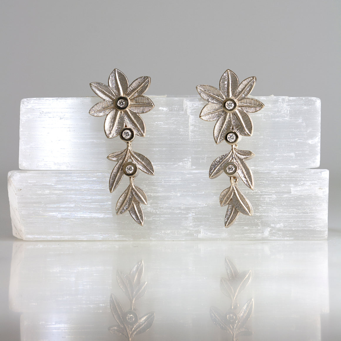 Botanica Earrings in White Gold