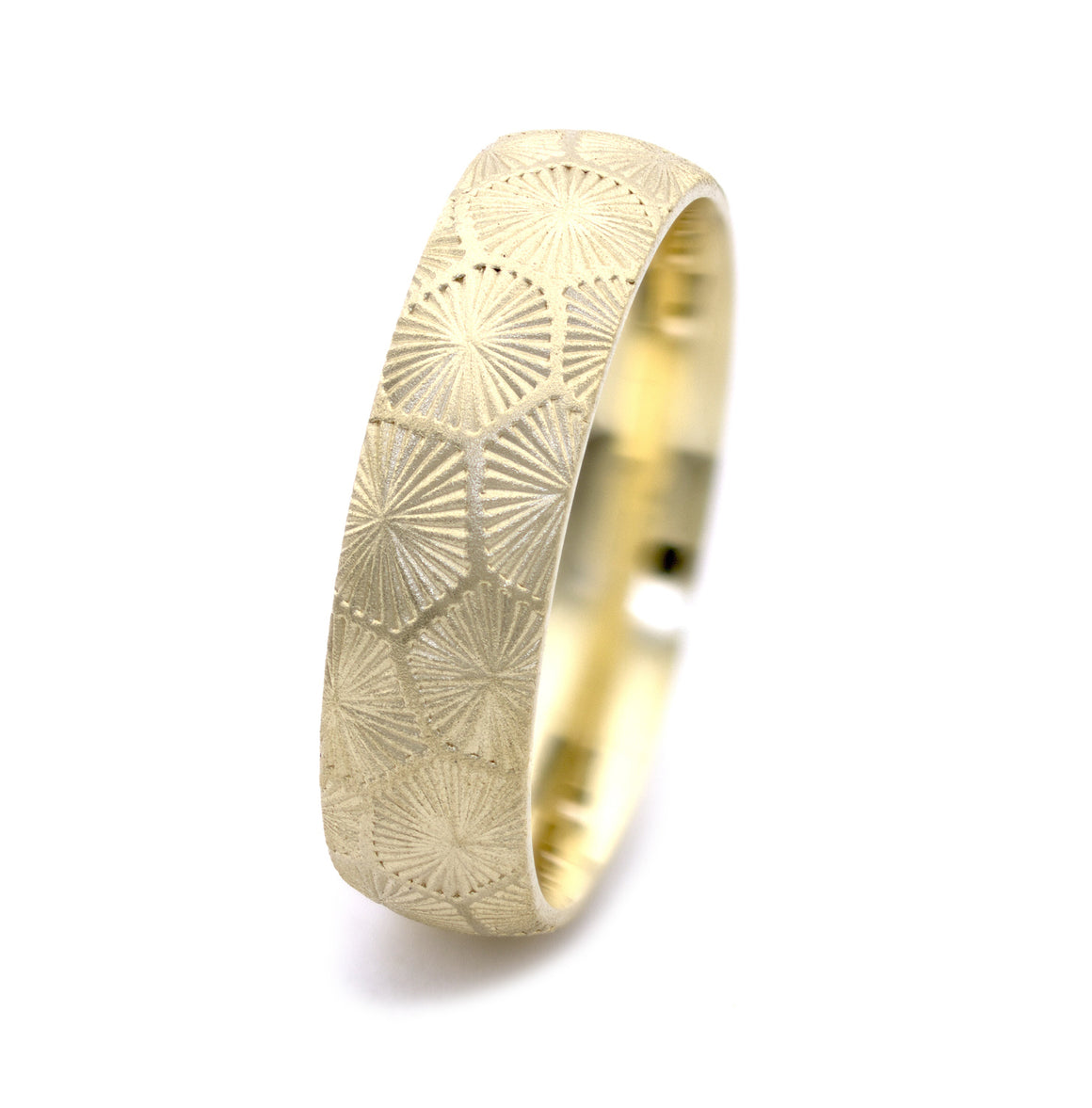 Men's Petoskey Pattern Engraved Band