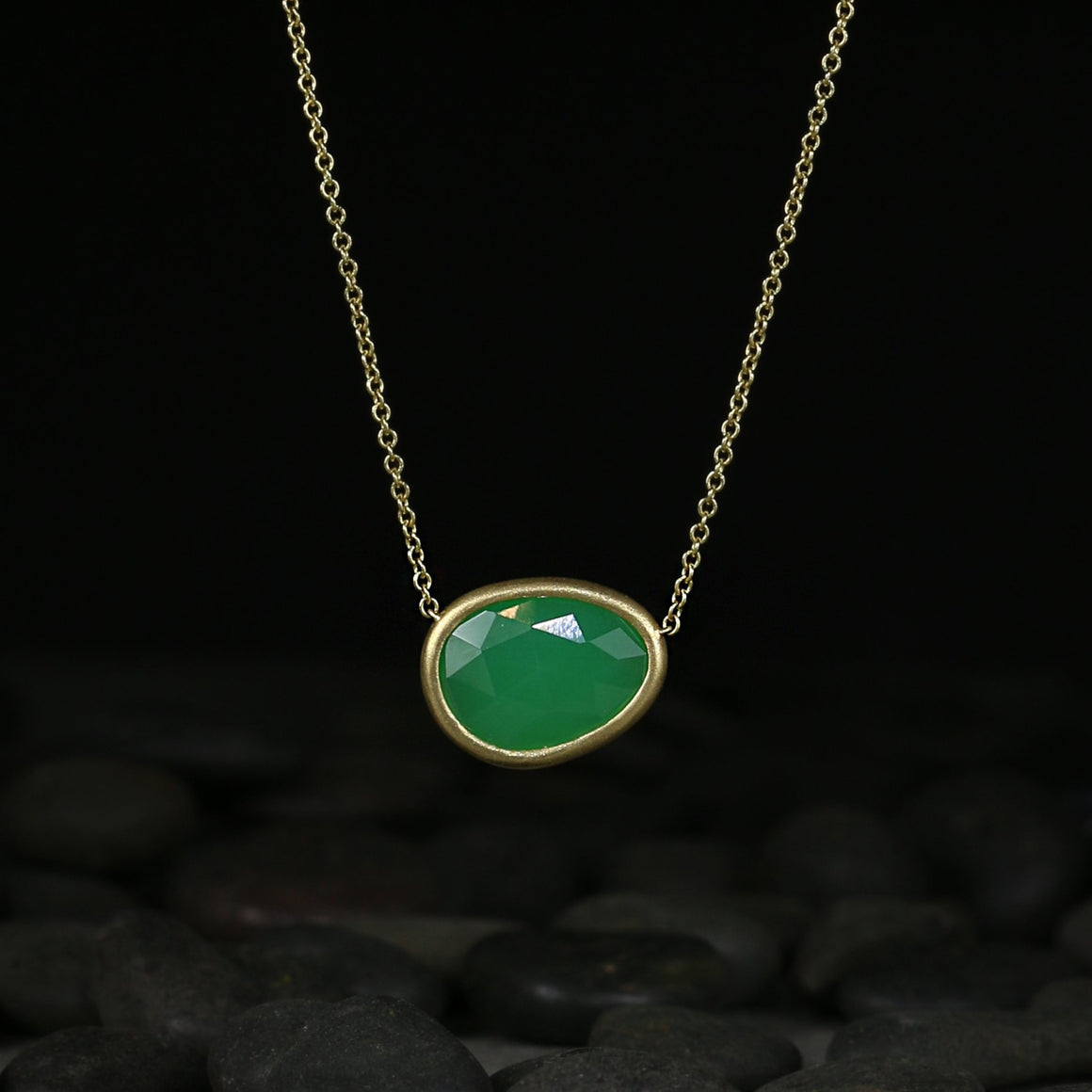 Piedras Necklace with Chrysoprase in Yellow Gold