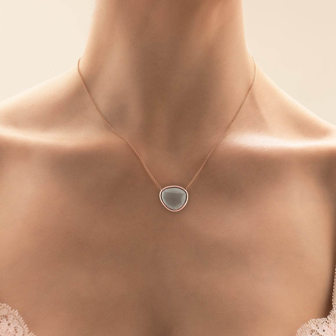 Piedras Necklace with Grey Moonstone in Rose Gold