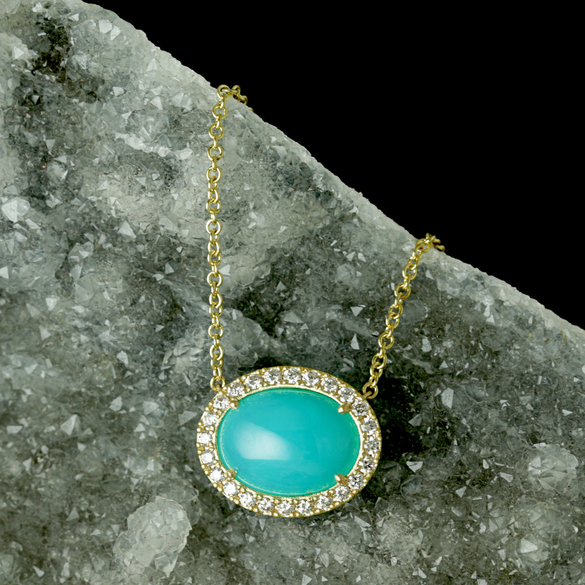 Oval Gem Silica Halo Necklace in Yellow Gold
