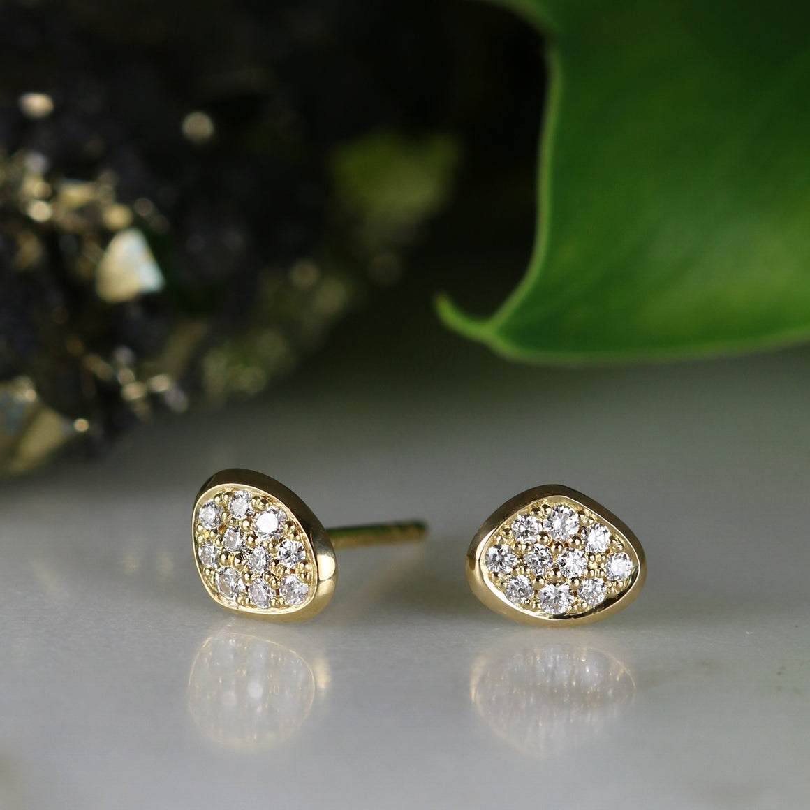 Piedras Pavé Studs in Yellow Gold