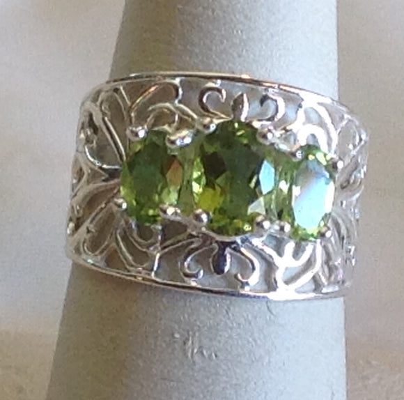 Sterling Silver Hebei Peridot Artisan Crafted Ring, size 7