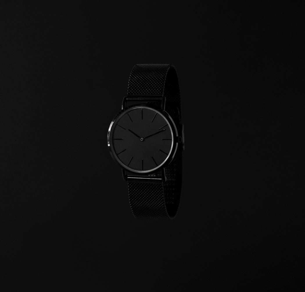 simple black face watch with mesh strap : limited edition