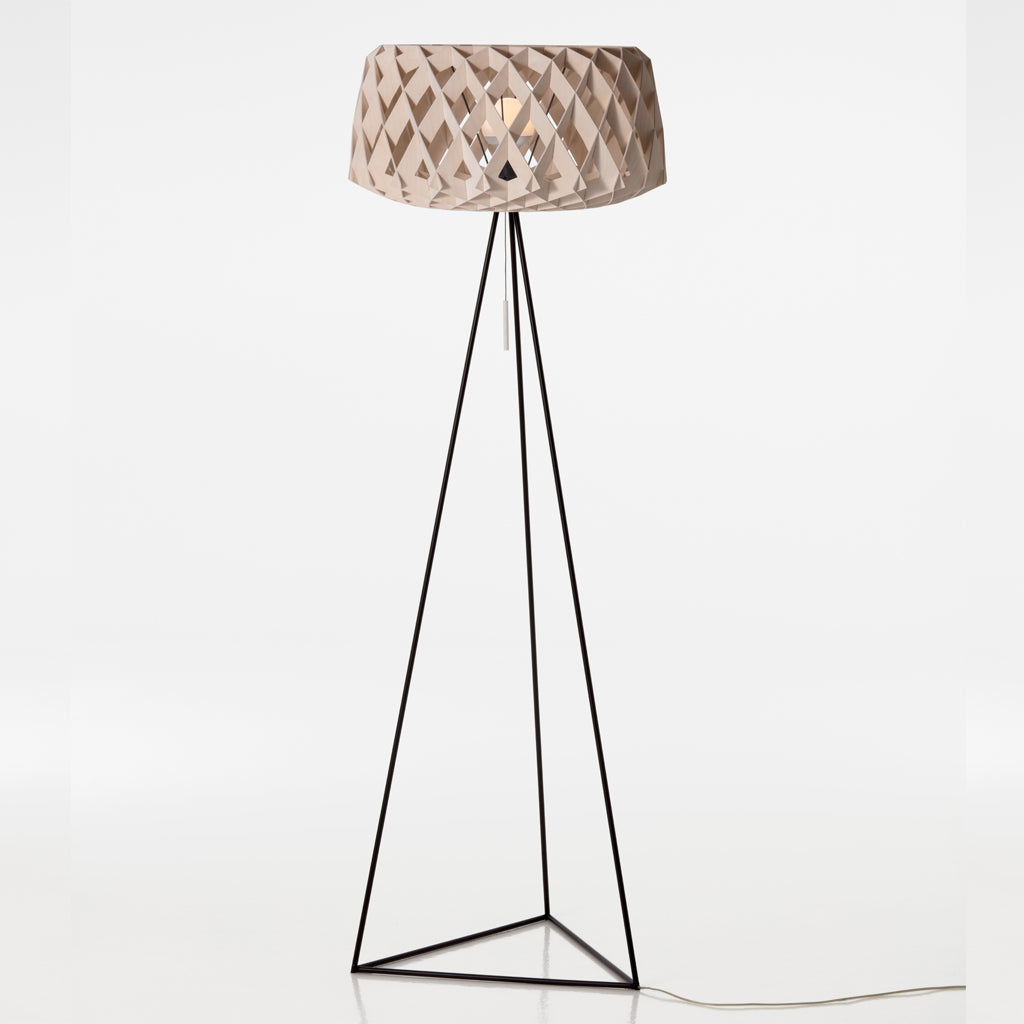 SHOWROOM FINLAND | Pilke 60 Tripod | Floor lamp | Natural Birch | Made for you - Available in 3 weeks