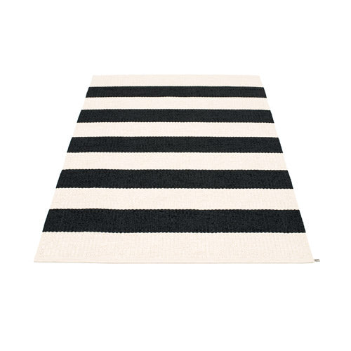 PAPPELINA | Plastic Rug | Bob | Black/Vanilla | 4 sizes