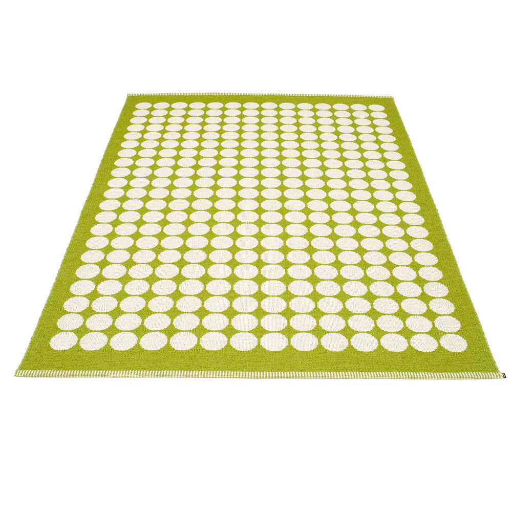 PAPPELINA | Plastic Rug | Fia | Apple | 4 Sizes