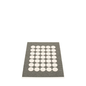 PAPPELINA | Plastic Rug | Fia | Charcoal | 3 Sizes